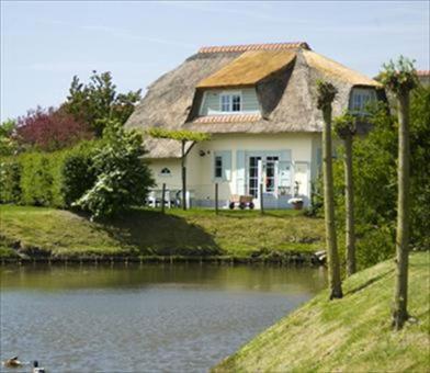 ferienpark buitenhof domburg vermietet ferienhaus m8 mit 4. Black Bedroom Furniture Sets. Home Design Ideas